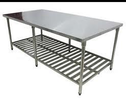 bàn để bát, chén trong hệ thống bếp nhà hàng