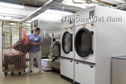 bố trí máy giặt vắt sấy trong tiệm giặt là