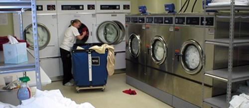 cách bố trí máy giặt là ủi trong tiệm giặt là